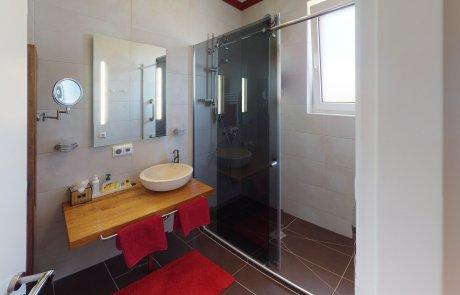 Badezimmer Ansicht Wasserspiele in der Dusche